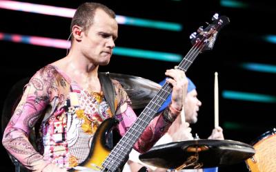 Flea! Assolo ed esperimenti vari con il basso e la voce…